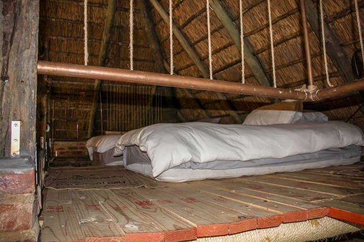 2 x 3/4 beds on the loft.