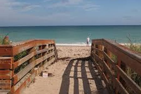 PRIVATE RM, NEAR JENSEN BEACH, AND SHOPPING CENTER - Port St. Lucie - Appartement