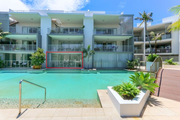 Deluxe Swim up apartment in Casuarina