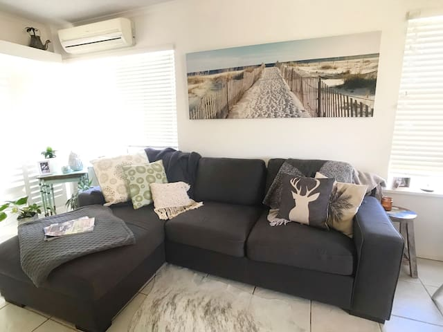 Stylish 3 BED AC Wifi  Rooftop Views 200m to Beach