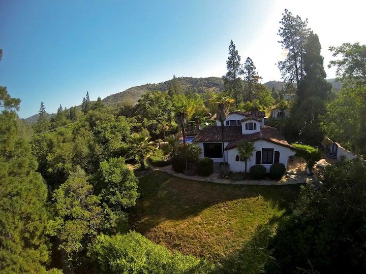 Yosemite Estate: Pool, Hot tub, Outdoor fireplace