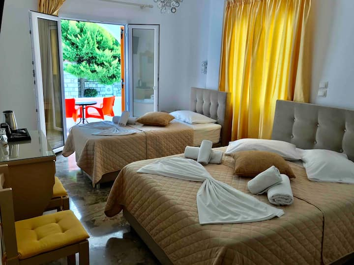 Vassiliki Rooms in Parikia-Paros