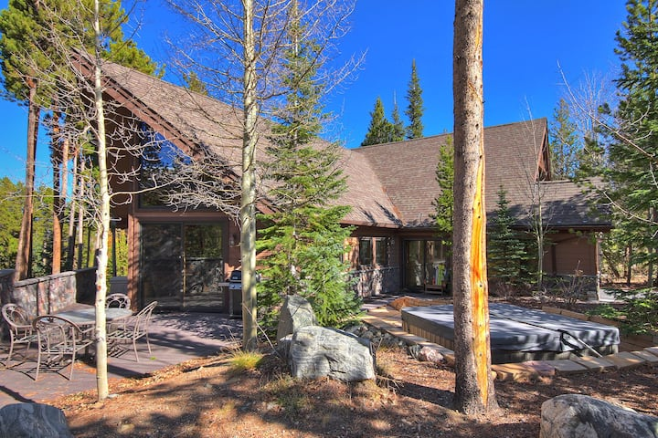 FREE SkyCard Activities - Custom Home, Private Hot Tub, Close To Skiing/Town - Wildernest Point