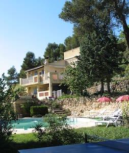 Villa Piscine 3 ch. Calme, gd Espace 10ha, Air pur - Peyrolles-en-Provence