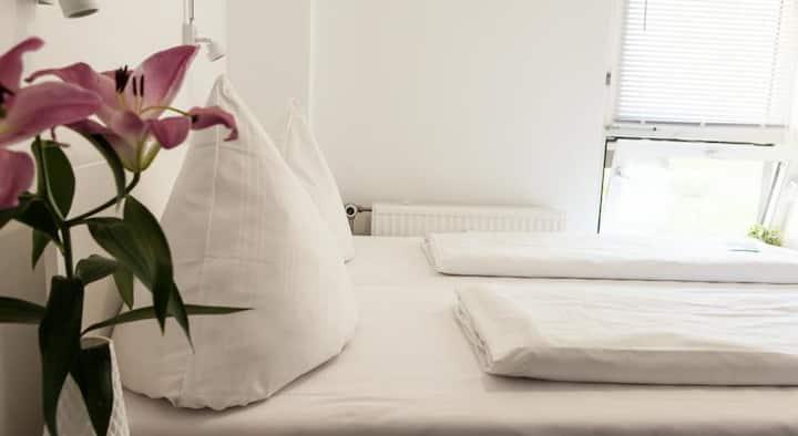 Private Room in a Hostel near BRANDENBURG GATE-1