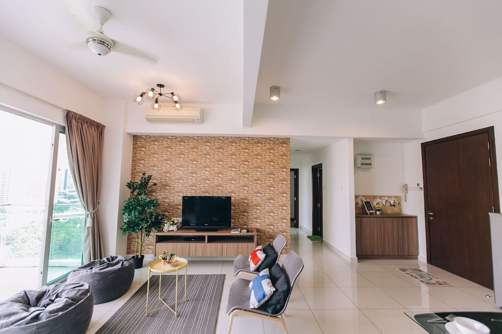 Summer Style --> Spacious Living Room