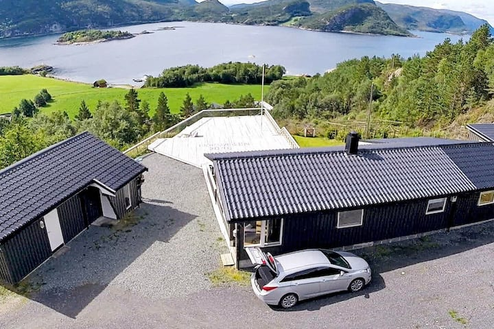 8 person holiday home in Sundlandet