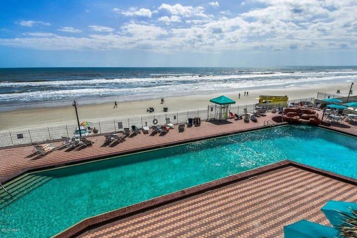Amazing Beach Front Studio in Daytona Beach!