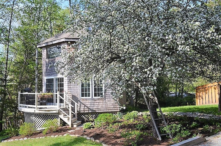 MILL COVE- WATERFRONT COTTAGE-JUST FOR TWO