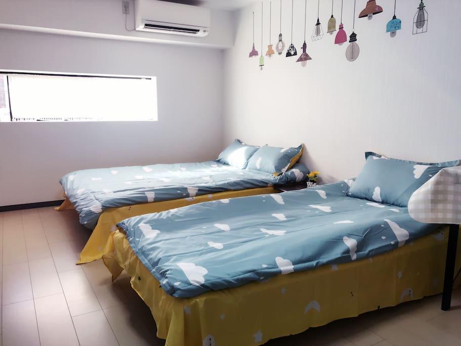 1張雙人床+1單人床  1 Double Bed + 1 Single Bed