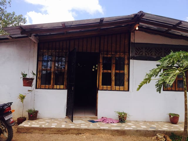 Quiet House, close to surf at Playa Amarillo - Tola - House