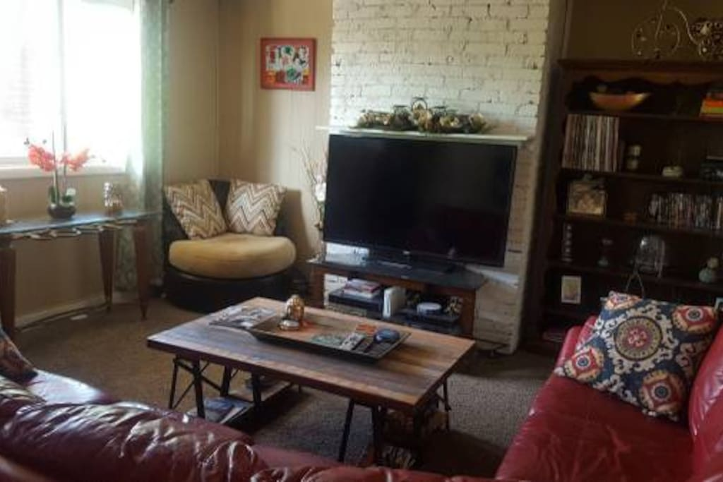 Living Room with TV, Wii, and Record Player