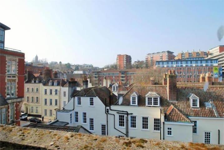 Your Launchpad to Exploring Bristol - Bristol - Apartmen
