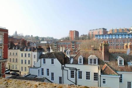 Your Launchpad to Exploring Bristol - Apartment