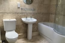 Large Double light, airy, en-suite bath & parking