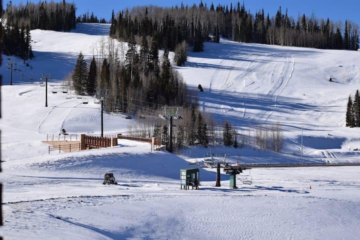 Ski in Ski Out Brian Head Condo! (Sleeps 4)