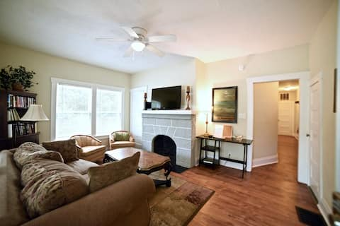 Simple, clean two bedroom APT walk to Stetson (#3)