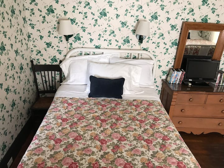 Nu Wray Inn Near Asheville-Room 15-2 Full Beds