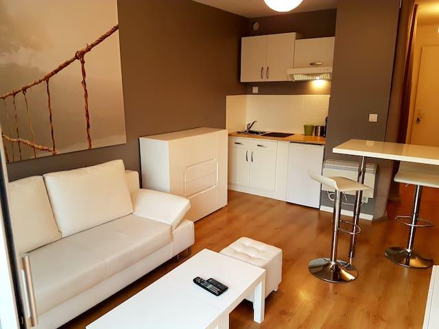 STUDIO APPART-HÔTEL MEUBLÉ -  Accès Libre 24h/24h - Châteaubriant - Apartamento