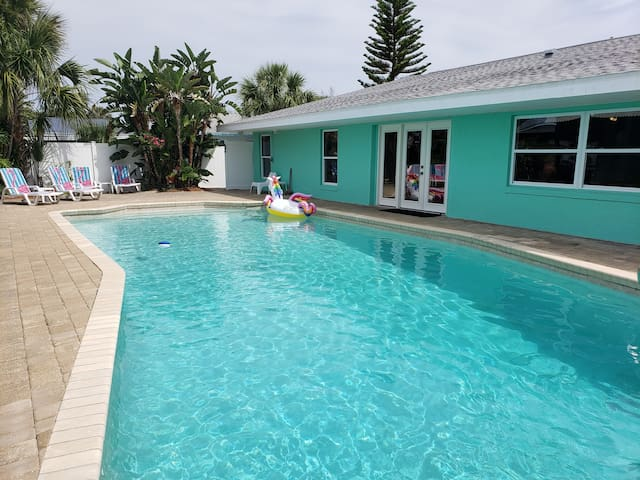 Private pool home w 3 king beds