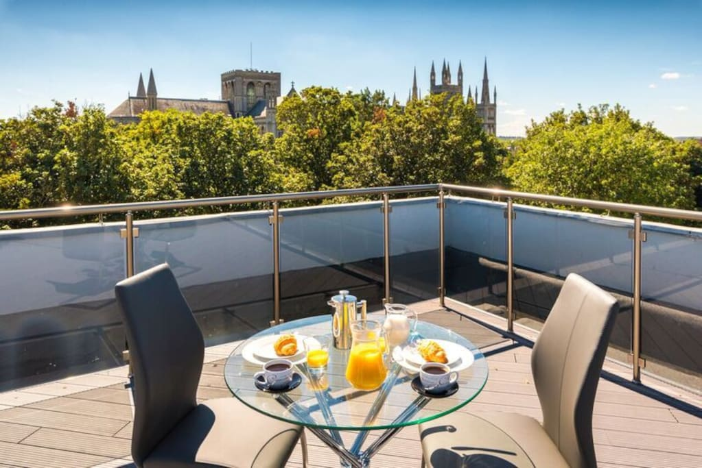 City centre cathedral apartments penthouse 117 for Design apartment milano city center duomo