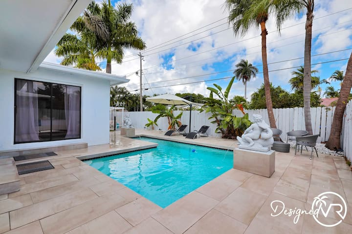 Modern 4BR Retreat w/ Heated Pool-Close to Beach