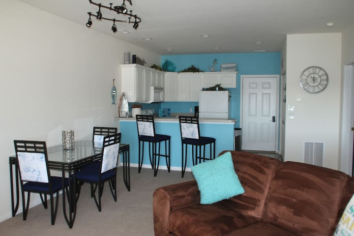 Recently Updated! 2 BR/2BA Ozarks Lakefront Condo