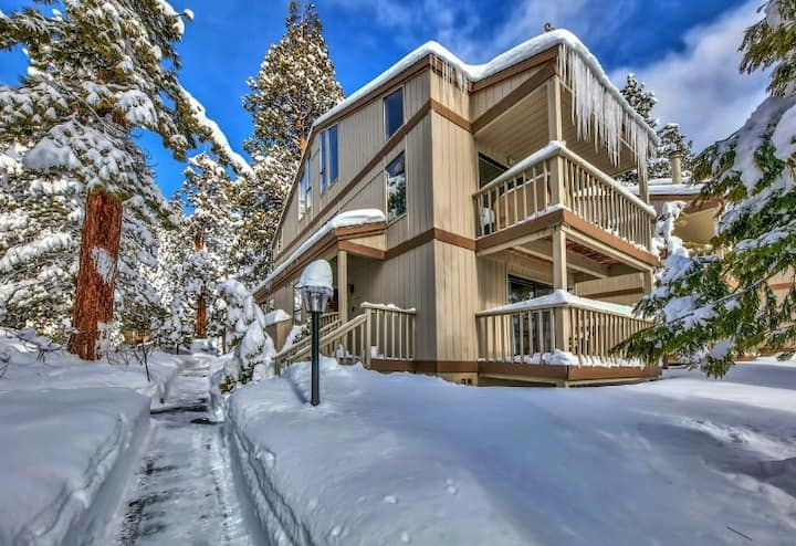 Tahoe North Shore Retreat Close to Lake & Trails