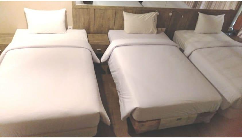 3 beds, 6pax w/balcony (29).