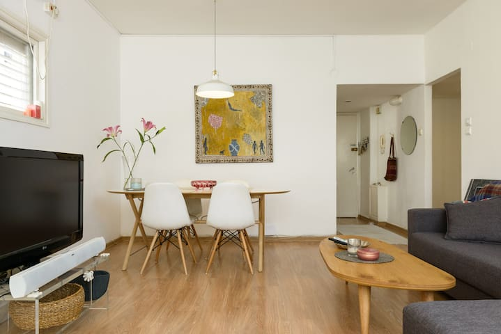 Amazing flat, 7min from the beach in quiet street!