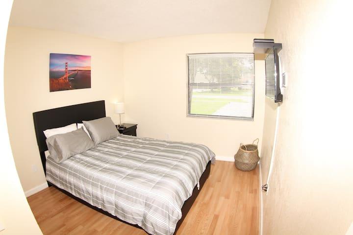 3rd bedroom - queen size bed