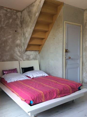 Chambre 2 au 1er étage d'un pavillon avec jardin - Ormesson-sur-Marne