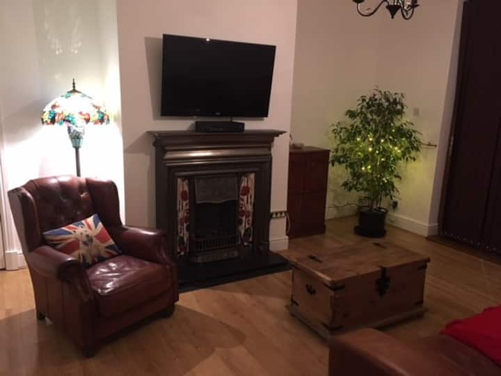 Room in a friendly & a safe home in Manchester gw