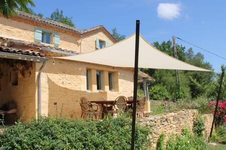 CHAMBRE+PETIT DEJEUNER en Dordogne-Périgord Noir
