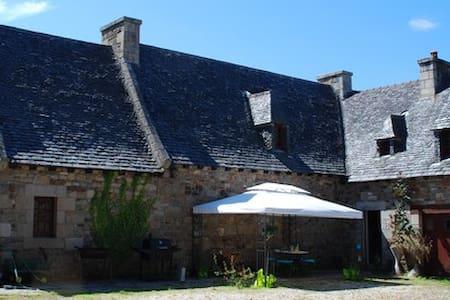 Manoir de Krec'h Goulifern - La Glycine - Bed & Breakfast