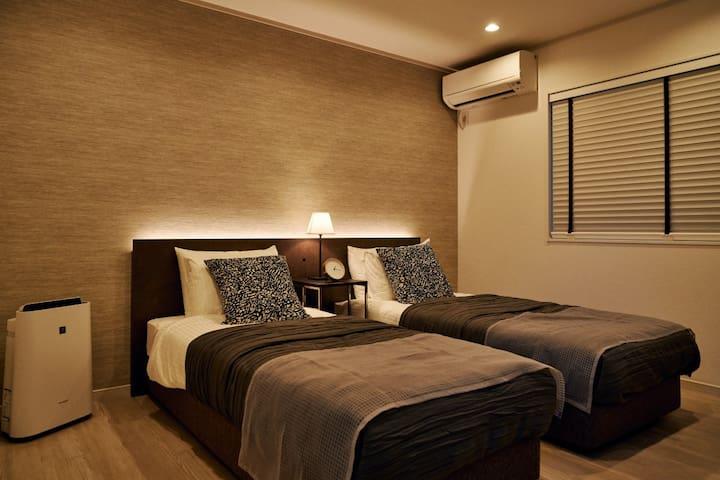 Room 1(1st floor)