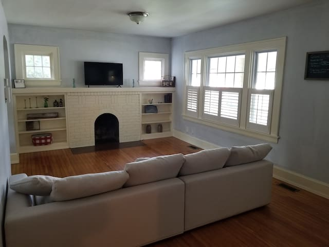 No Cleaning Fee!More Pictures Soon!Good Location!