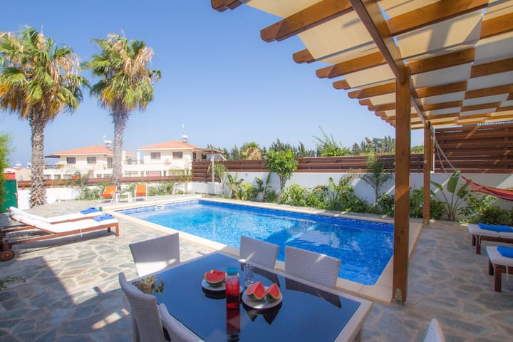 2 Bedroom Bungalow in the heart of Protaras