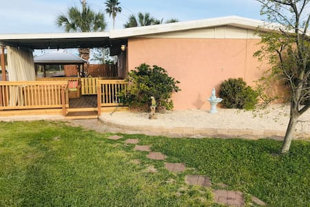 The Calisto-Close to the beach & Pet Friendly!