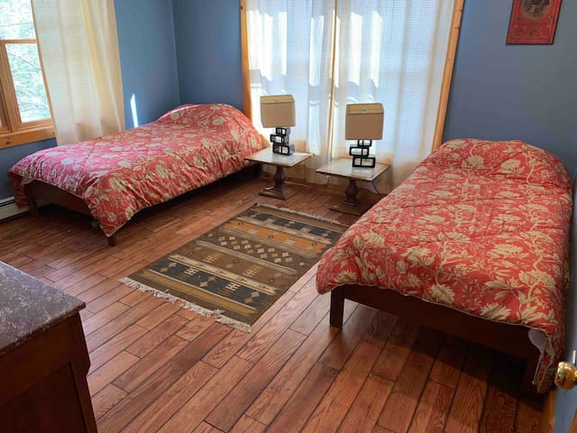 Guest room with two twin beds.
