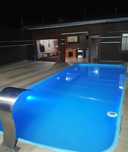 Casa inteira  com piscina e edícula.