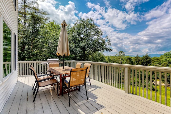 Stunning Family-Friendly Home w/ a Spacious Deck & Mountain Views!