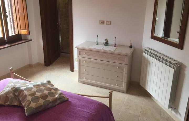 Camera con bagno privato in casolare di campagna