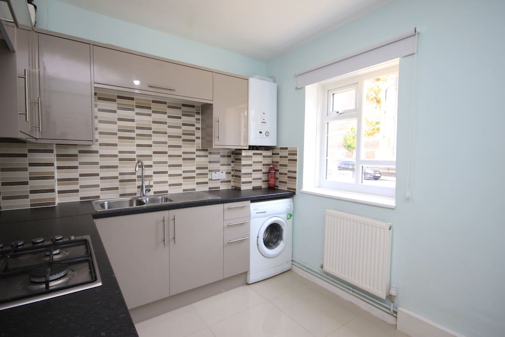 Lovely new kitchen with oven and washing machine