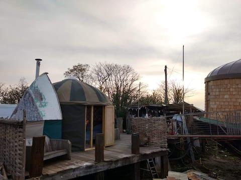 BEMBRIDGE HARBOUR Yurt for 2!