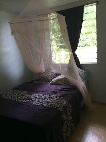 Chalet cosy dans un grand terrain - Taravao - House