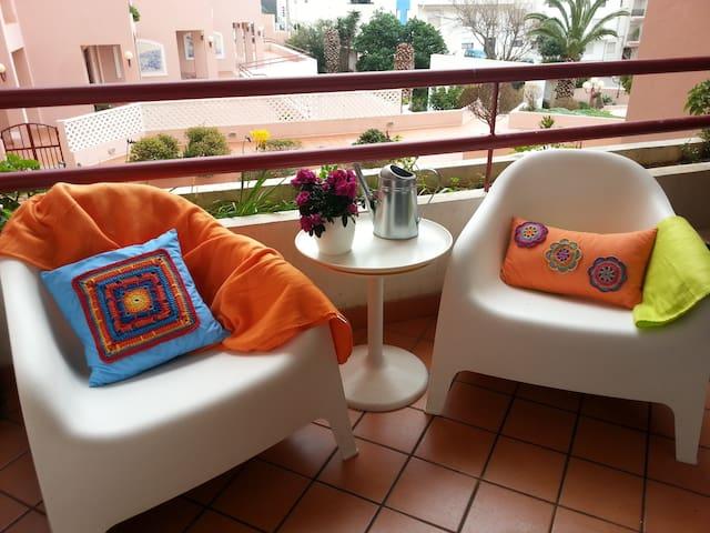 Apartamento  Condomínio com piscina, vista jardim