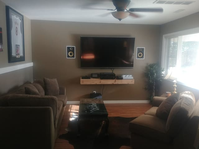 "1000sf Suite close to hwy w/ Pool, Hot Tub, 70"" TV"