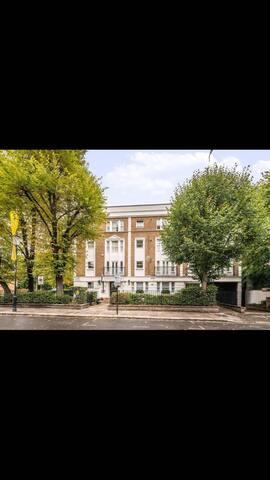 49 St Luke's Road. 3 Bedroom, 1 bathroom flat