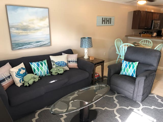 HHI. 3 Pools. Boardwalk to Beach. Tennis Courts.